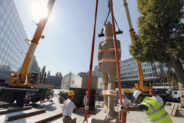 Workmen install an Egyptian statue of an unnamed king from the Ptolemy era made of pink granite, measuring 5 meters  and weighing 5.5 tons, which is prepared outside the Institut du Monde Arabe (Arab World Institute) in Paris, France, August 21, 2015. An exhibition called Osiris, Egypt's Sunken Mysteries opens to the public September 8, 2015 and runs until January 31, 2016. (Photo by Regis Duvignau/Reuters)