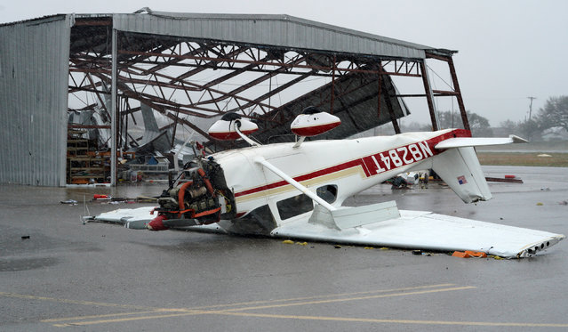 A plane lies upside down at the airport near Fulton on August 26, 2017. (Photo by Rick Wilking/Reuters)