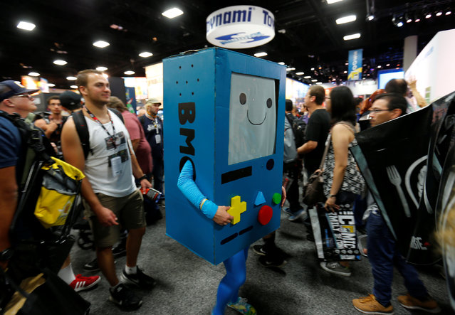 Fans of superhero movies, comic books and pop culture walk the convention floor in costume during opening day of Comic-Con International in San Diego, California, United States July 21, 2016. (Photo by Mike Blake/Reuters)