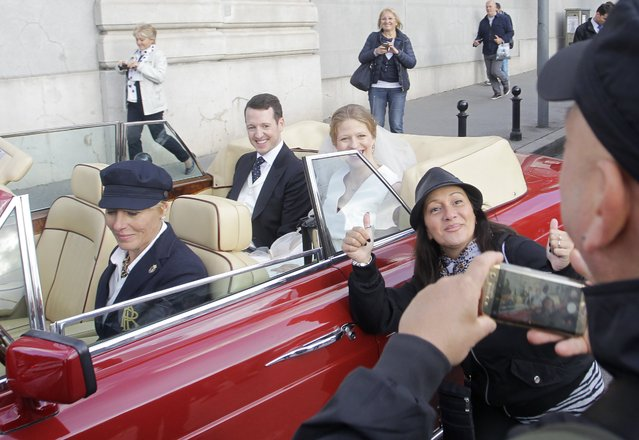 Tourists take pictures with Prince Philip of Yugolsavia (L) and his bride, Serbian painter Danica Marinkovic (C) after their wedding ceremony at the St. Michael's Cathedral in Belgrade, Serbia, 07 October 2017. The prince also known as Filip Karadjordjevic is the son of Prince Alexander of Yugoslavia and Princess Maria da Gloria. (Photo by Andrej Cukic/EPA/EFE)