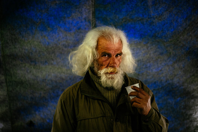 """A homeless mas has a meal at the """"Rescue Hangar"""" during the COVID-19 coronavirus lockdown, in Moscow on April 27, 2020. (Photo by Dimitar Dilkoff/AFP Photo)"""