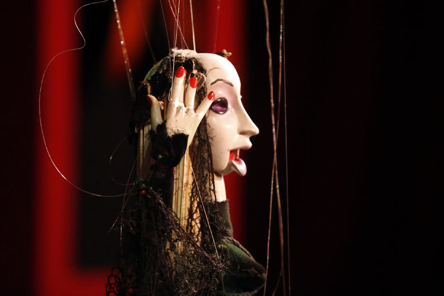 Puppeteers control marionettes during a performance at the Bob Baker Marionette Theater in Los Angeles, California October 17, 2014. (Photo by Lucy Nicholson/Reuters)