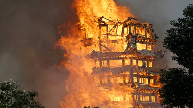 A temple under construction is seen engulfed in fire in Mianzhu, Sichuan province, China December 10, 2017. (Photo by Reuters/China Stringer Network)