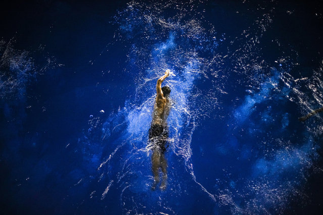 A swimming coach practices. (Photo by Zuorong Li/Sony World Photography Awards)