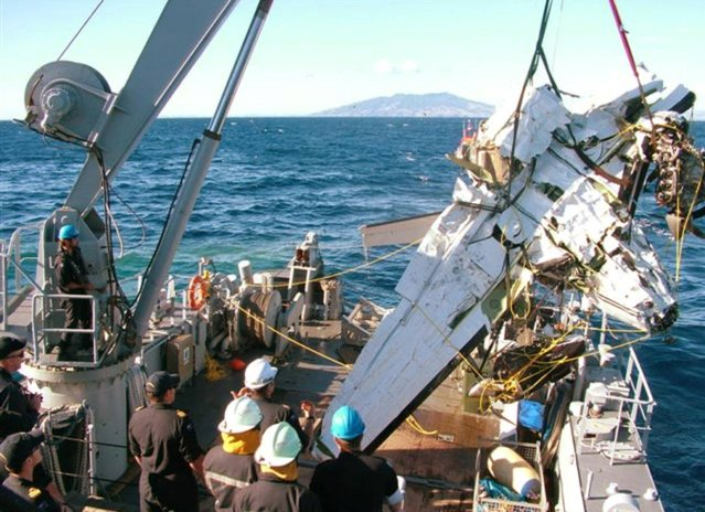 In this Sunday, April 7, 2013 photo released by the New Zealand police, the wreckage of a small plane carrying American wireless executive Eric Hertz and his wife Kathy that crashed into the ocean near Kawhia Harbour, about 150 kilometers (93 miles) south of Auckland, is lifted onto the deck of HMNZS Manawanui. Navy divers recovered the bodies of Hertz and his wife after their plane crashed into the ocean. (Photo by AP Photo/New Zealand Police via The New Zealand Herald)