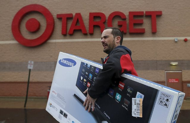 Ben Dobson carries his purchase of a television during Black Friday Shopping at a Target store in Chicago, Illinois, United States, November 27, 2015. (Photo by Jim Young/Reuters)