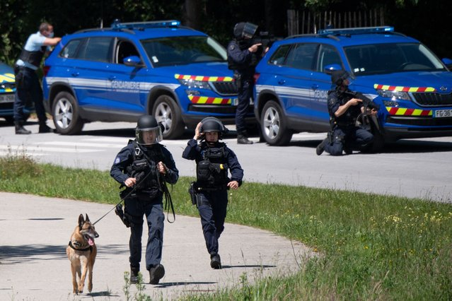 French gendarmes inspect the site where a suspect has been seen after a municipal policewoman was attacked with a knife on May 28, 2021, in La Chapelle-sur-Erdre, near Nantes, western France. (Photo by Loic Venance/AFP Photo)