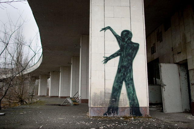 Graffiti adorns a wall in the empty town of Pripyat near the Chernobyl nuclear power plant on March 25, 2011 in Pripyat, Ukraine. The 25th anniversary of the Chernobyl nuclear disaster is next month. (Photo by Vladimir Simicek/Getty Images)
