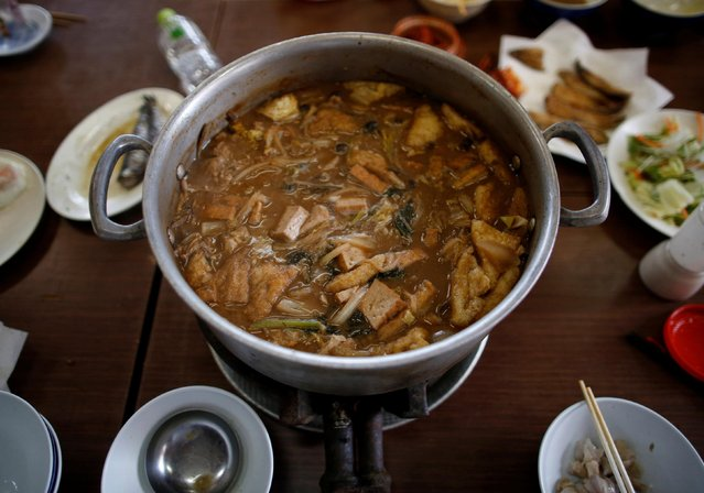 """""""Chanko nabe"""", a signature hot-pot dish associated with sumo wrestlers in Nagoya, Japan on July 18, 2017. Lunch, prepared by the junior wrestlers, is a spread of pig's feet, grilled and deep-fried sardines, steamed rice, and """"chanko nabe"""" – a signature hot-pot dish associated with sumo wrestlers, who are said to consume 8,000 calories a day. (Photo by Issei Kato/Reuters)"""