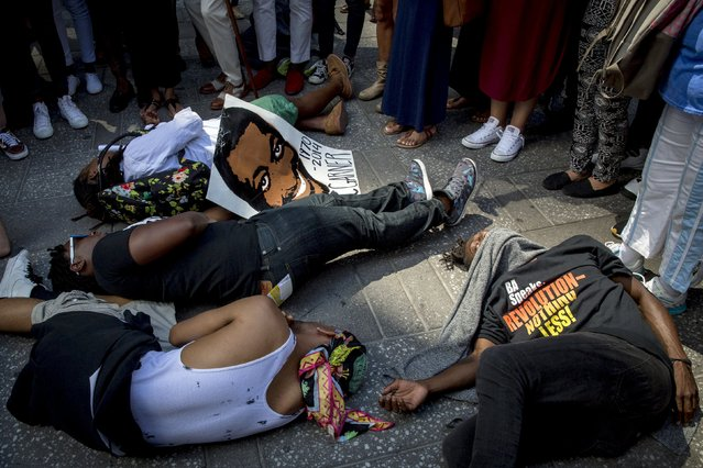 """Protesters stage a die-in during """"Artists Take Fight Against Police Murders"""" in New York's Times Square August 13, 2015. (Photo by Brendan McDermid/Reuters)"""
