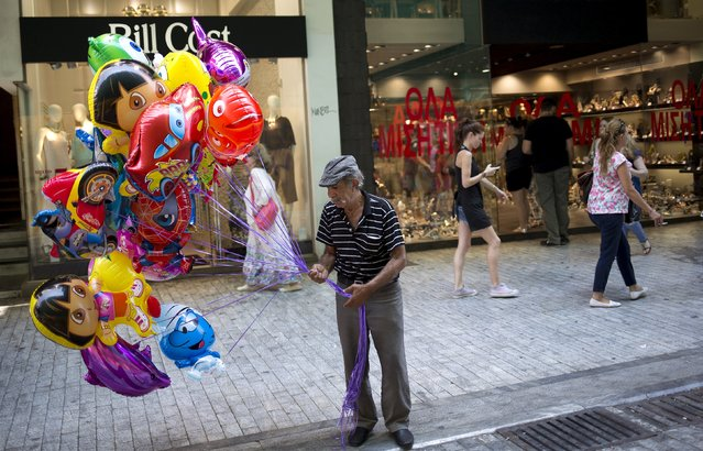 A man sells balloons on a shopping street in downtown Athens, Greece, August 22, 2015. European policymakers said on Friday they expected Greece to press on with reforms agreed under its new bailout regardless of Prime Minister Alexis Tsipras' decision to resign and seek new elections. Some investors, however, were concerned by the uncertainty surrounding new elections. (Photo by Stoyan Nenov/Reuters)