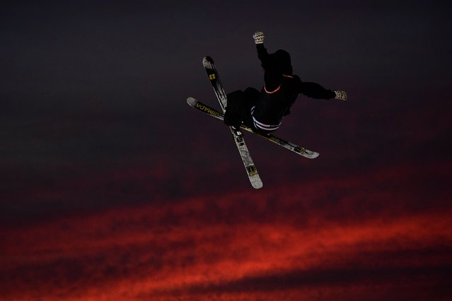 A freestyle skier performs at sunset during the Sosh Big Air, a competition of freestyle skiers and snowboarders, in Annecy on October 7, 2017 as part of the High Five Festival. (Photo by Christophe Simon/AFP Photo)