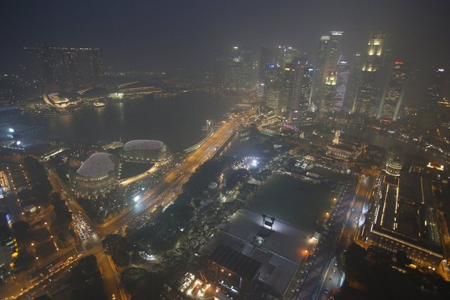 A view of the skyline of the central business district shrouded by haze in Singapore September 14, 2015. (Photo by Edgar Su/Reuters)