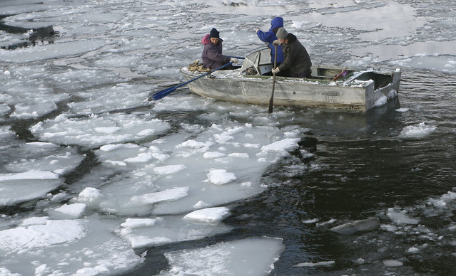 Local residents row a Soviet-made aluminium boat through ice floes as they leave for a trip across the Shumikha Bay of the Yenisei River near Khmelniki village, south of the Siberian city of Krasnoyarsk, Russia, December 28, 2015. The Yenisei River separates Khmelniki from other settlements and boats are the only means of transport unless the river is covered with ice. (Photo by Ilya Naymushin/Reuters)