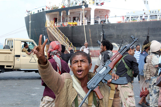 Fighters loyal to Yemen's President Abedrabbo Mansour Hadi celebrate after they managed to secure completely and take control of the port of the southern city of Aden, on January 4, 2016. Authorities in Aden imposed a curfew after fierce battles in the port of Aden that killed 17 people, among them nine members of the security forces including a colonel, the security sources said. (Photo by Saleh Al-Obeidi/AFP Photo)