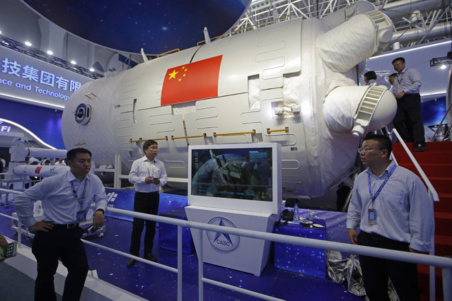 A model of Chinese module of space station is displayed during the 12th China International Aviation and Aerospace Exhibition, also known as Airshow China 2018, Tuesday November 6, 2018, in Zhuhai city, south China's Guangdong province. (Photo by Kin Cheung/AP Photo)