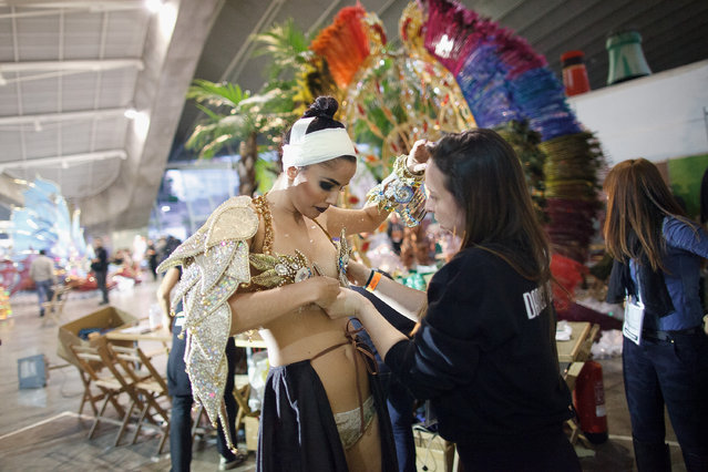 Nominee Amanda Perdomo (L) prepares at backstage for her performance before she was elected as Queen of the 2013 Santa Cruz carnival on February 26, 2014 in Santa Cruz de Tenerife on the Canary island of Tenerife, Spain. (Photo by Pablo Blazquez Dominguez/Getty Images)