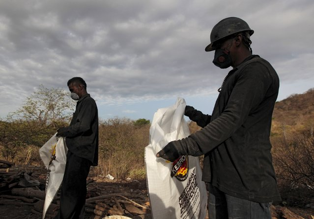 Labourers work at a traditional charcoal factory at a village in Nagarote town, Nicaragua, June 2, 2015 Around 300 families live off the sale of charcoal in this area located in the dry corridor of Nicaragua. Friday marks World Environment Day. Picture taken June 2, 2015. REUTERS/Oswaldo Rivas