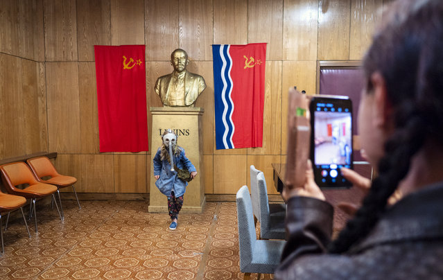 A woman takes a photo of her daughter in front of a bust of Lenin (whose name is spelled in the Latvian style: Lenins) in a 90-room underground nuclear bomb shelter enclosed in five meters of solid concrete, about 75 kilometers from Riga, which was created in 1982 for the Latvian Soviet Socialist Republic's top communist leaders. Today the bunker is open for tourists to explore, though photography is forbidden in some rooms. (Photo by Amos Chapple/Radio Free Europe/Radio Liberty)