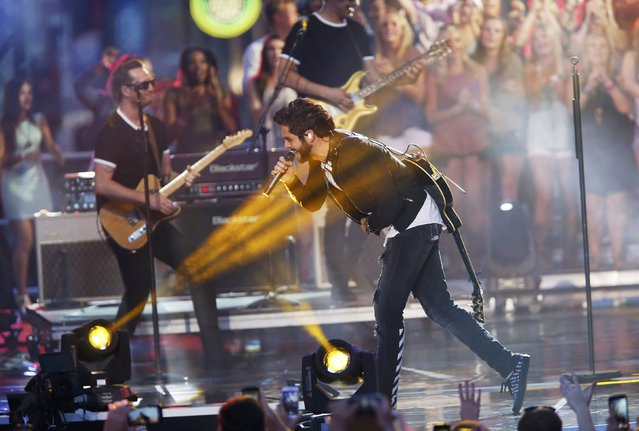 "Singer Thomas Rhett performs ""T-Shirt"" during the 2016 CMT Music Awards in Nashville, Tennessee U.S. June 8, 2016. (Photo by Jamie Gilliam/Reuters)"