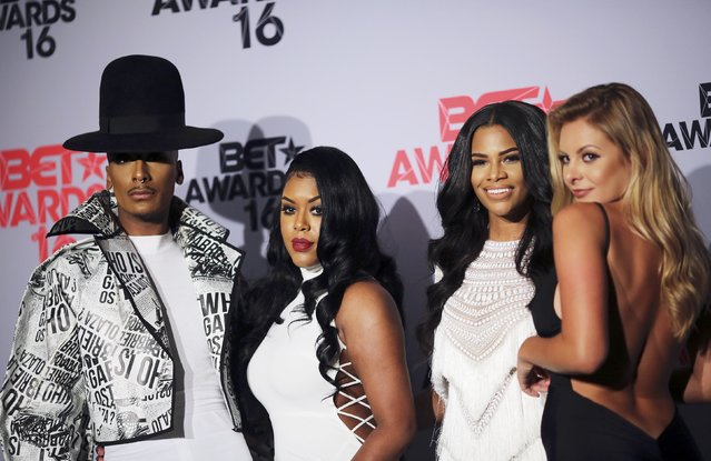 (L-R) Designer Stephon Mendoza, TV personalities Eny Oh, Kamie Crawford and Savannah Lynx pose backstage at the 2016 BET Awards in Los Angeles, California U.S. June 26, 2016. (Photo by David McNew/Reuters)