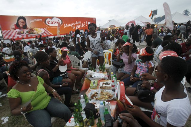 Peoples eat during the Festival des Grillades, in the yard of the Culture Palace of Abidjan, September 5, 2015. (Photo by Luc Gnago/Reuters)