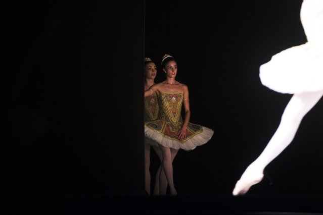 """Dancers from Spain's National Dance Company wait for their turn to perform on the stage during a dress rehearsal of the show """"Clasicos de hoy"""" in Madrid October 2, 2014. (Photo by Susana Vera/Reuters)"""