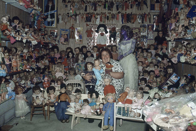 Carol Rosenblata of Odessa, Ont., near Kingston, is surrounded by some of her 3,000 dolls on September 24, 1980, which she has collected over the years. Her dolls come in a rainbow of colors, a world of nationalities. (Photo by AP Photo/The Canadian Press)