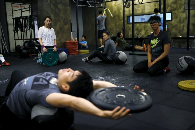 You Ri-seul (L), 29, and Kim Jin-ah (C), 31, take part in a crossfit class at a gym in Seoul, September 11, 2015. (Photo by Kim Hong-Ji/Reuters)