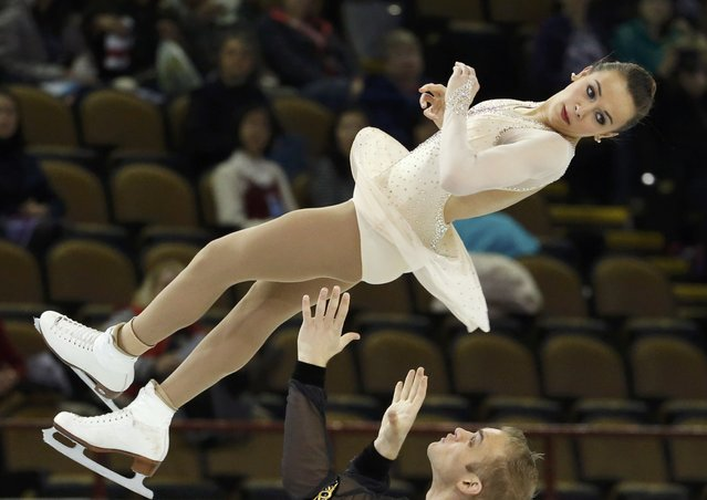 Jessica Pfund and Joshua Santillan of the U.S. perform during the pairs free skate program at the Skate America figure skating competition in Milwaukee, Wisconsin October 24, 2015. (Photo by Lucy Nicholson/Reuters)