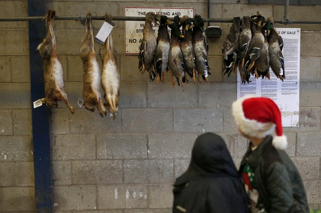 Children look at Hares and Ducks ahead of the Turkey and dressed poultry auction at Chelford Market, northern England December 22, 2014. (Photo by Phil Noble/Reuters)