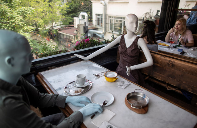 Customers sit near mannequins placed on the adjacent tables according to social distancing rules at the Varuna Gezgin cafe in Istanbul, Turkey, 02 June 2020. Turkey on 01 June reopened restaurants, cafes, parks, beaches, lifted inter-city travel bans as the country eases coronavirus restrictions amid the ongoing pandemic of the COVID-19 disease caused by the SARS-CoV-2 coronavirus. (Photo by Erdem Sahin/EPA/EFE)