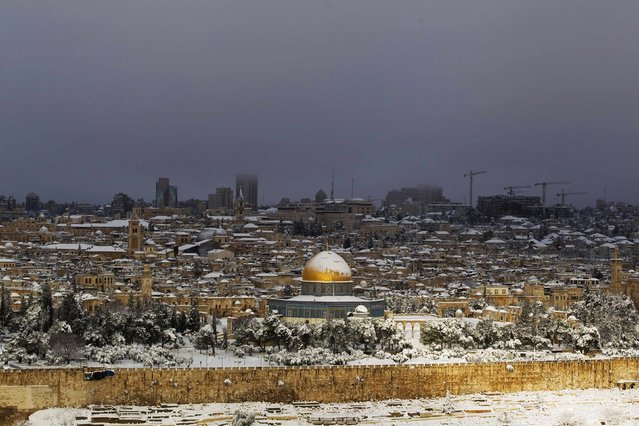 Snow covers the Dome of the Rock in the compound known to Muslims as Noble Sanctuary and to Jews as Temple Mount, in Jerusalem's Old City, as seen from the Mount of Olives February 20, 2015. (Photo by Ronen Zvulun/Reuters)