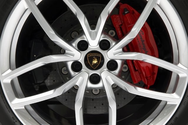 The wheel hub and brake of a Lamborghini Huracan LP 610-4 sports car are seen during the second press day ahead of the 85th International Motor Show in Geneva March 4, 2015. REUTERS/Arnd Wiegmann