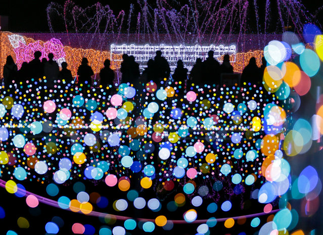 Visitors attend an illuminated show held to celebrate the upcoming Christmas and the New Year holidays at an amusement park in Tokyo, Japan, 02 December 2016. About five million light bulbs are being used for the illuminated show that will be switched on through 19 February 2017. (Photo by Kimimasa Mayama/EPA)