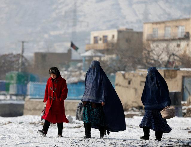 Women walk along a street in Kabul, Afghanistan January 16, 2017. (Photo by Omar Sobhani/Reuters)