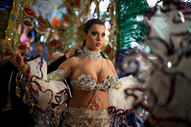 Nominee Ana Belen Sepulveda prepares at backstage for her performance on Queen of the 2013 Santa Cruz carnival Gala on February 26, 2014 in Santa Cruz de Tenerife on the Canary island of Tenerife, Spain. (Photo by Pablo Blazquez Dominguez/Getty Images)