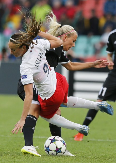 Paris St Germain's Kosovare Asllani fights for the ball with FFC Frankfurt's Mandy Islacker (R) during their UEFA Women's Champions League final soccer match in Berlin, Germany, May 14, 2015. (Photo by Fabrizio Bensch/Reuters)