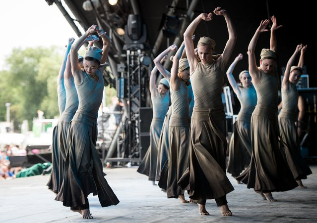 """Dancers of the English National Ballet perform """"Dust"""", choreographed by Akram Khan, from """"Lest We Forget"""" on the Pyramid Stage, on the last day of the Glastonbury Festival at Worthy Farm, Pilton on June 29, 2014 in Glastonbury, England. (Photo by Ian Gavan/Getty Images)"""