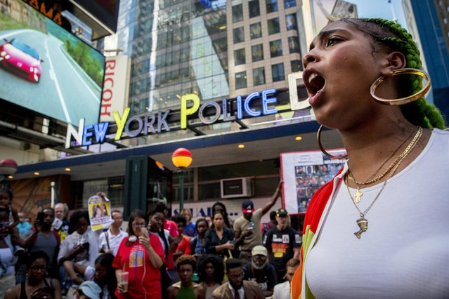 """Protesters take part in """"Artists Take Fight Against Police Murders"""" in New York's Times Square August 13, 2015. (Photo by Brendan McDermid/Reuters)"""
