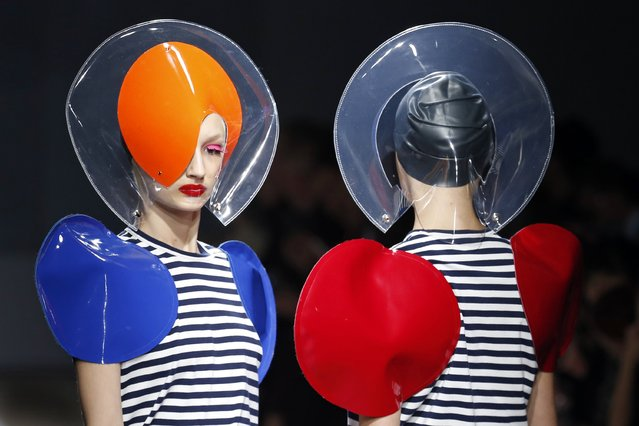 Models present creations by Japanese designer Junya Watanabe for Comme des Garcons as part of his Spring/Summer 2015 women's ready-to-wear collection during Paris Fashion Week September 27, 2014. (Photo by Charles Platiau/Reuters)