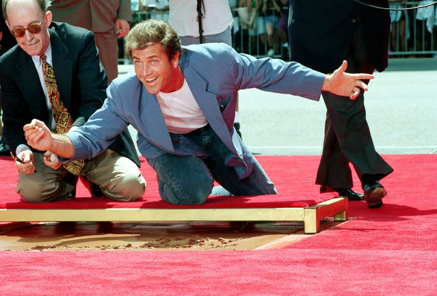 Australian actor Mel Gibson hams it up just before signing his name in cement at Mann's Chinese Theater in Hollywood, Ca., Monday, August 23, 1993. Gibson also left imprints of his feet. (Photo by Nick Ut/AP Photo)