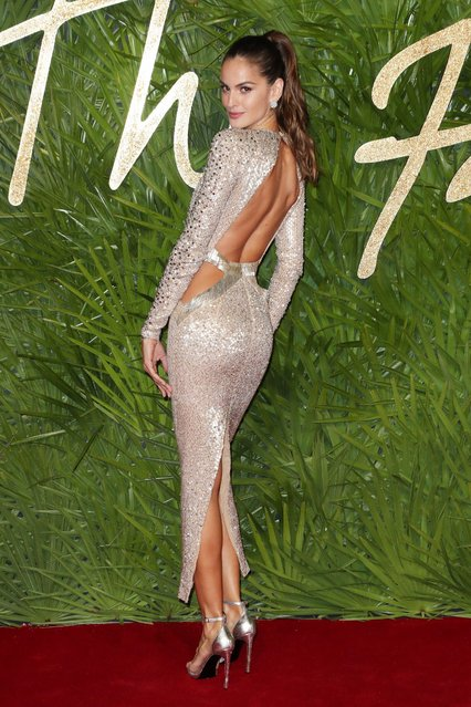 Brazilian model and Victoria's Secret Angel Izabel Goulart attends The Fashion Awards 2017 in partnership with Swarovski at Royal Albert Hall on December 4, 2017 in London, England. (Photo by Matt Baron/Rex Features/Shutterstock)