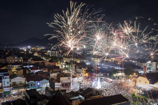 Fireworks illuminate the city's skyline during New Year's Eve celebrations of 2018 on on January 1, 2018 in Yogyakarta, Indonesia.  (Photo by Ulet Ifansasti/Getty Images)