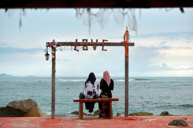 People gather at a cafe which reopened for visitors along a beach at Lhoknga, Aceh province, Indonesia on July 19, 2020. (Photo by Chaideer Mahyuddin/AFP Photo)