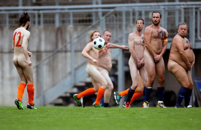 Naked footballers participate in a Germany v Netherlands soccer match in protest against what they say is increasing commercialization of professional football, in Wuppertal, Germany on September 6, 2020. (Photo by Leon Kuegeler/Reuters)