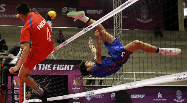 Sepak Takraw, ISTAF Super Series Finals Thailand 2014/2015, Nakhon Pathom Municipal Gymnasium, Huyjorake Maung, Nakonprathom, Thailand on October 20, 2015: Thailand's Thawisak Thongsai (R) and India's Malemnganba Singh in action. (Photo by Asia Sports Ventures/Action Images via Reuters)