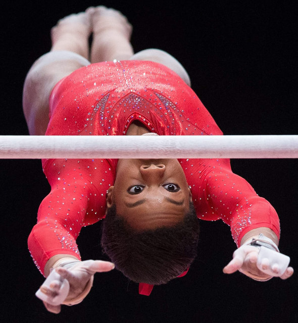 Simone Biles of the USA performs on the uneven bars during the Women's all-around finals on day seven at the 46th FIG Artistic Gymnastics World Championships where she won gold in Glasgow, Britain, 29 October 2015. (Photo by Andrew Cowie/EPA)