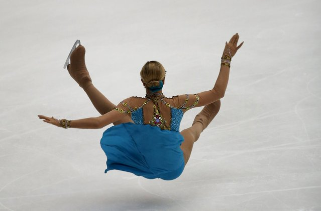 Anna Pogorilaya of Russia falls as she competes at the ladies' free skating program during China ISU Grand Prix of Figure Skating, in Beijing, China, November 7, 2015. (Photo by Kim Kyung-Hoon/Reuters)
