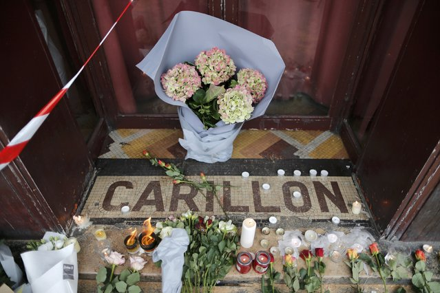 Flowers are seen placed on the doorstep of the Le Carillon restaurant the morning after a series of deadly attacks in Paris , November 14, 2015. (Photo by Christian Hartmann/Reuters)